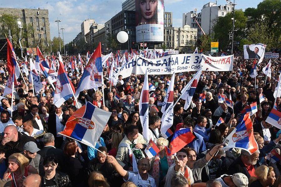 تجمع 120هزار نفری در حمایت از رئیس جمهوری صربستان