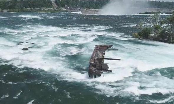 سقوط کشتی از آبشار نیاگارا بعد از یک قرن