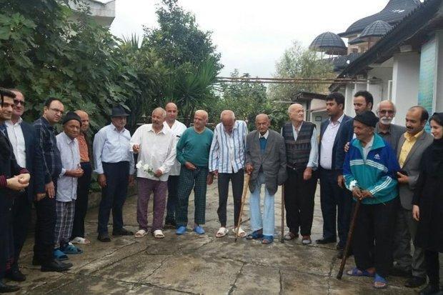 این خانه دیگر دور نیست، همنشینی عمو رحمان و استاندار سالمند