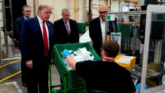 ترامپ حاضر نیست ماسک بزند