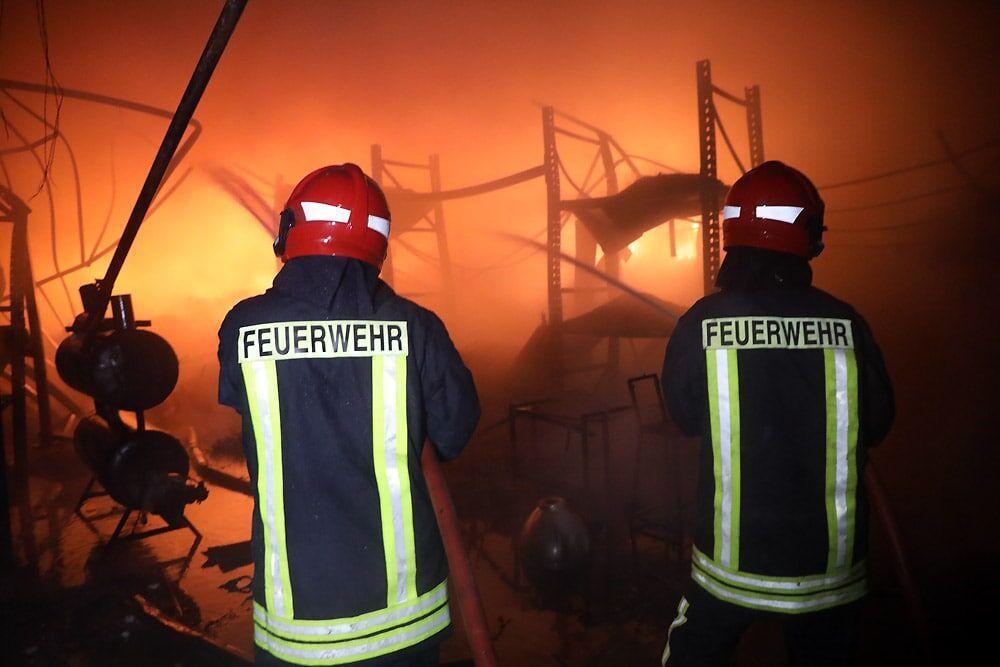 خبرنگاران حریق گسترده یک کارخانه در مشهد با کوشش 100 آتش&zwnjنشان مهار شد