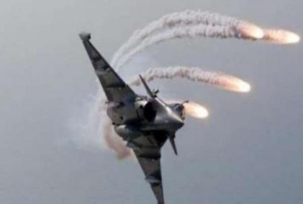 خبرنگاران ارتش عراق مخفیگاه های داعش را منهدم کرد