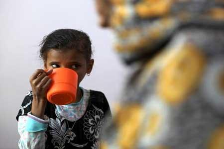 هفت سال جنگ در یمن و بچه هایی که از گرسنگی به خود می پیچند