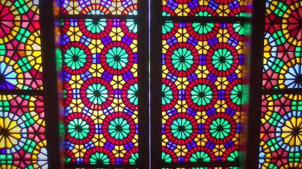 کارت پستال از جمهوری آذربایجان؛ پایکوبی نور از پنجره های مشبک قصر خان شکی